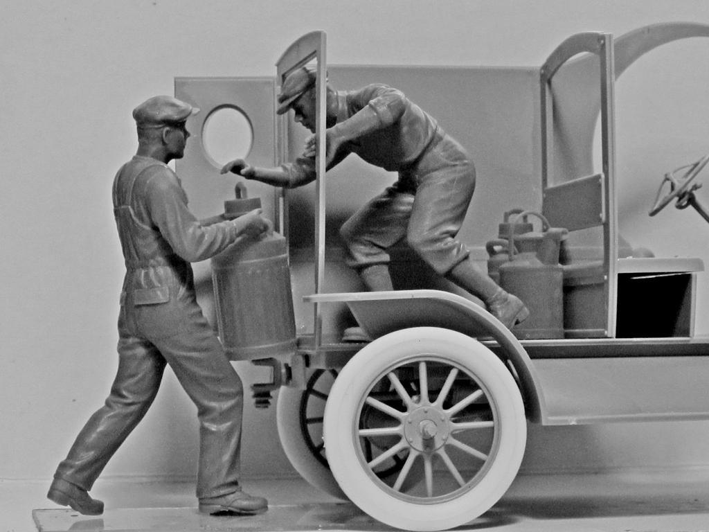 Cargadores de Gasolina Americanos 1910 (Vista 2)