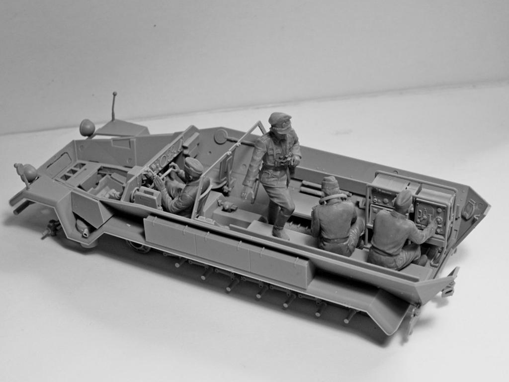 Sd.Kfz.251 / 6 Ausf.A con tripulación (Vista 9)