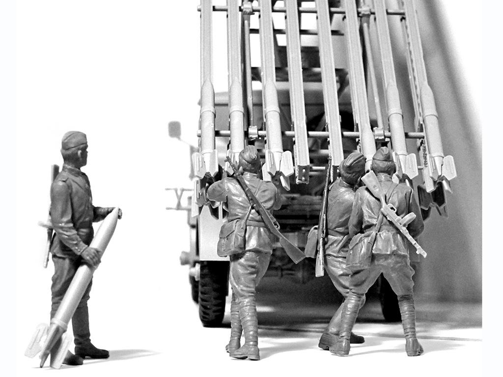 BM-13-16 on W.O.T. 8 chassis with Soviet Crew (Vista 2)