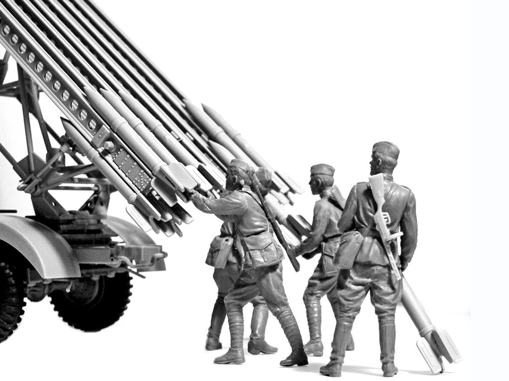 BM-13-16 on W.O.T. 8 chassis with Soviet Crew (Vista 4)
