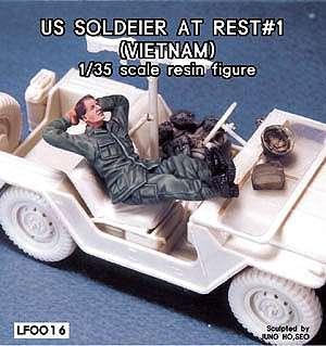 Sodado U.S. descansando en un Jeep - Ref.: LEGE-LF0016