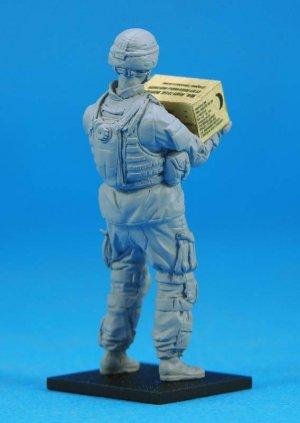US OIF Soldier at rest  (Vista 2)