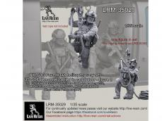 Personal SOF transportado en la puerta de carga - Ref.: LIVE-LRM35029