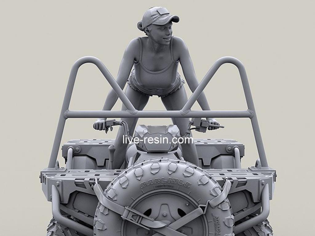 Chica en cuatrimoto ATV (Vista 10)