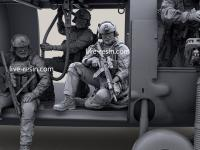 Personal SOF transportado en la puerta de carga (Vista 14)
