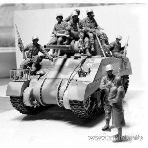 US Paratroopers & British Tankman, Franc  (Vista 4)