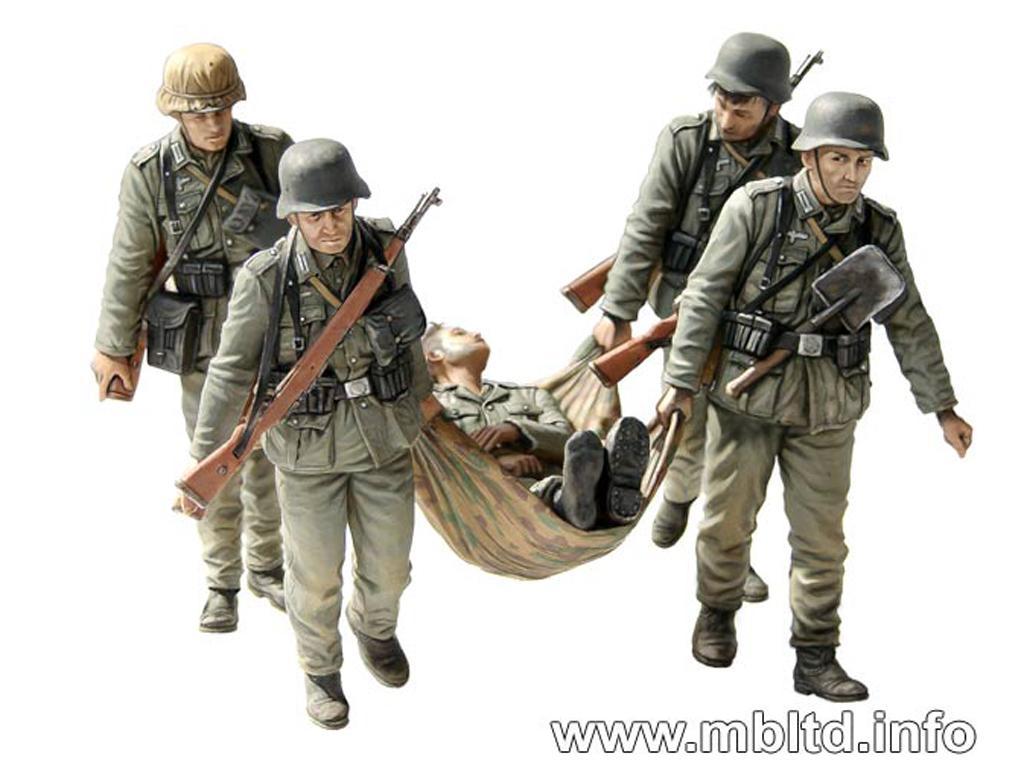 Infantería alemana evacuando herido. Sta (Vista 5)