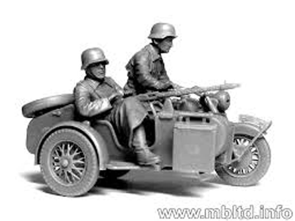 Motoristas alemanes 4 figuras y moto (Vista 3)