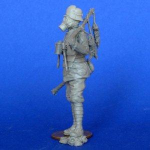 Soldado Aleman con Mascara Gas  (Vista 2)