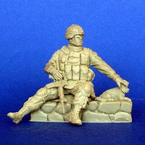 Soldado Americano con gato   (Vista 1)