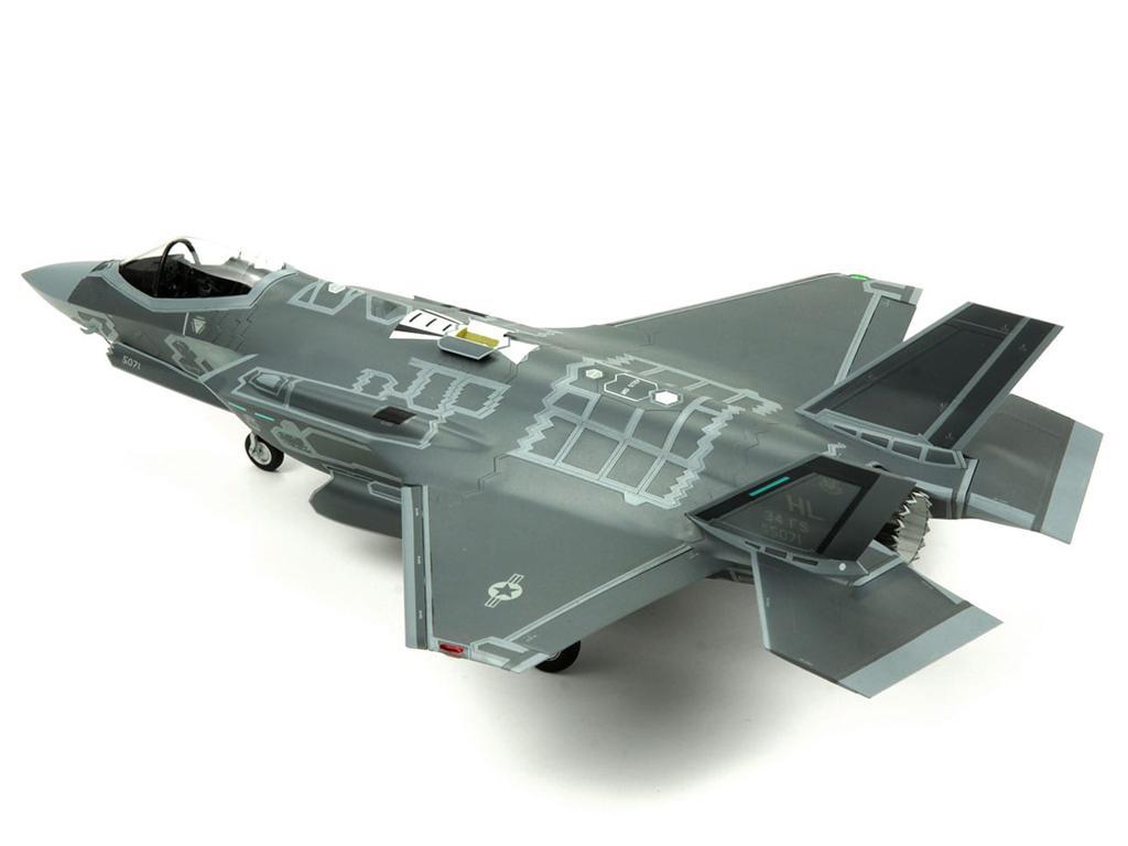 Lockheed Martin F-35A Lightning II Fight (Vista 3)