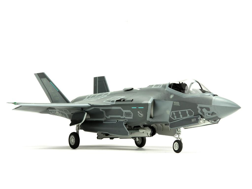 Lockheed Martin F-35A Lightning II Fight (Vista 4)
