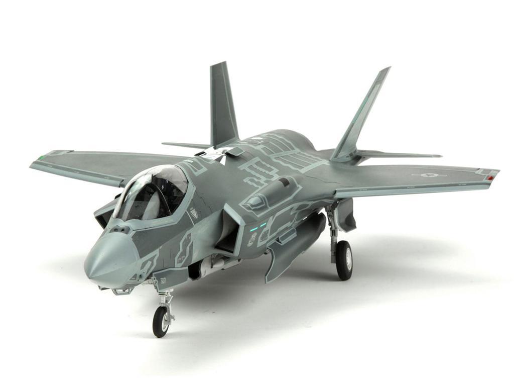 Lockheed Martin F-35A Lightning II Fight (Vista 6)