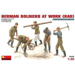 Soldados Alemanes trabajando   (Vista 1)