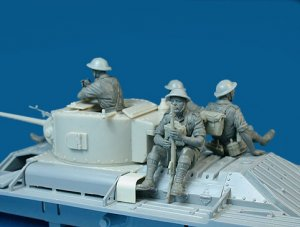 Soldados Britanicos sobre tanque  (Vista 2)