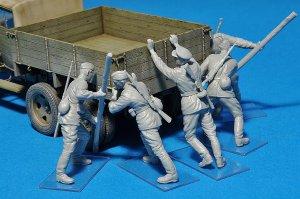 Pushing Soviet Soldiers  (Vista 3)