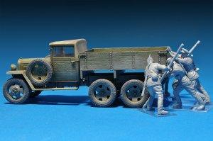 Pushing Soviet Soldiers  (Vista 4)