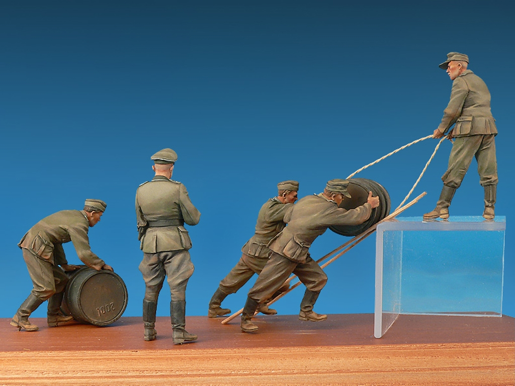 Soldados Alemanes con Bidones de Combust  (Vista 3)
