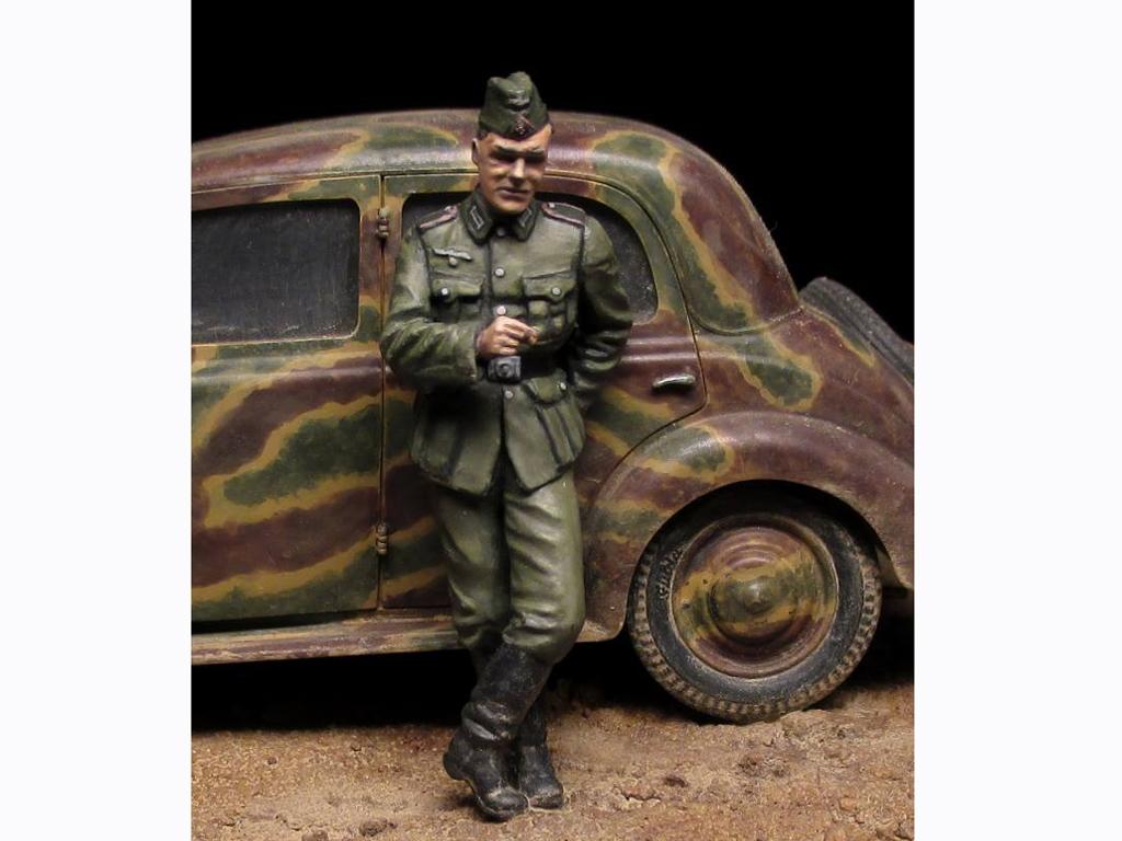 Soldados Alemanes con Bidones de Combust  (Vista 5)