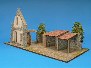 Casa europea con cobertizos dioramas 1 for Casas con cobertizos