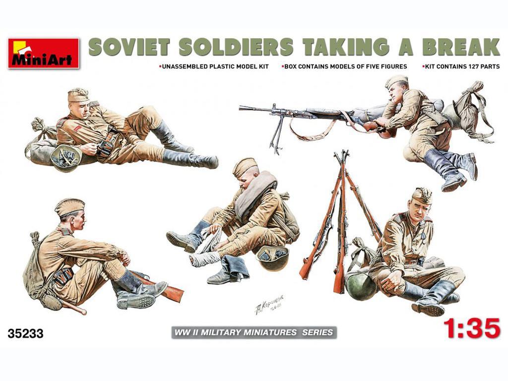 Soldados soviéticos haciendo una pausa (Vista 1)