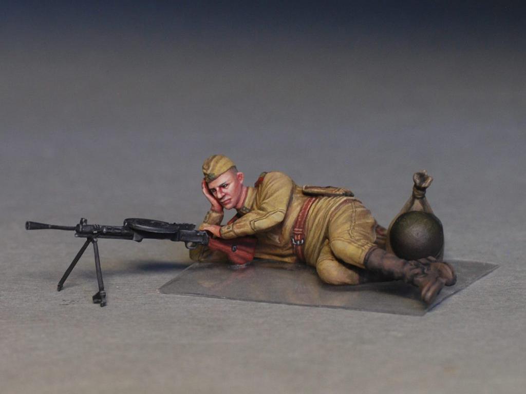 Soldados soviéticos haciendo una pausa (Vista 2)