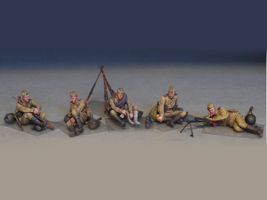 Soldados soviéticos haciendo una pausa (Vista 3)