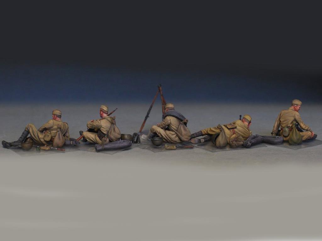 Soldados soviéticos haciendo una pausa (Vista 4)