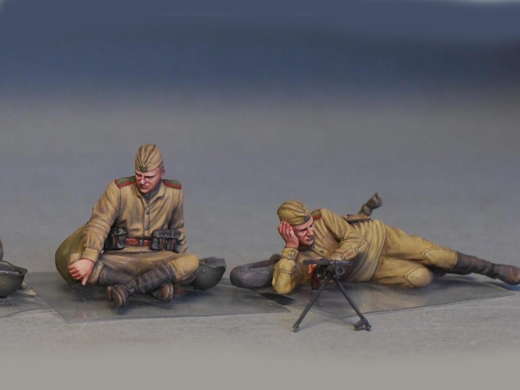 Soldados soviéticos haciendo una pausa (Vista 5)