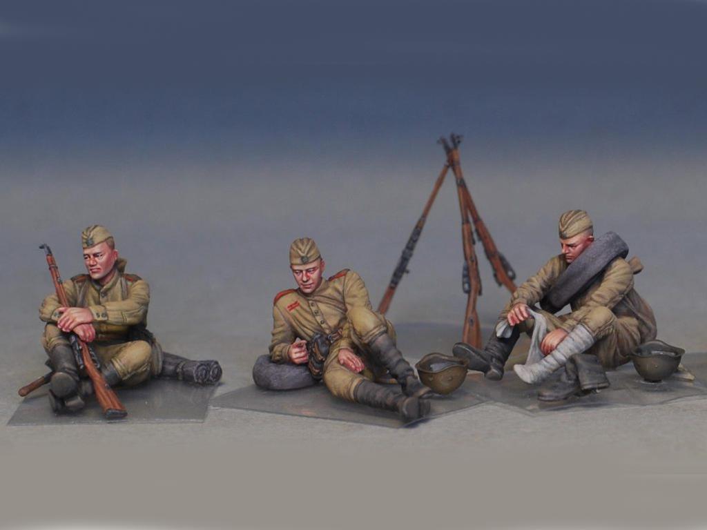Soldados soviéticos haciendo una pausa (Vista 6)