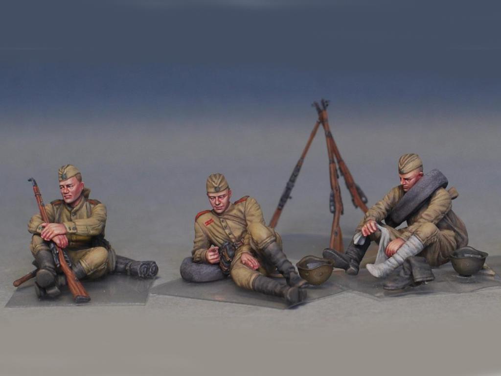 Soldados soviéticos haciendo una pausa (Vista 7)
