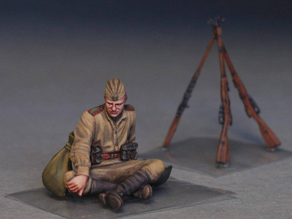 Soldados soviéticos haciendo una pausa (Vista 8)