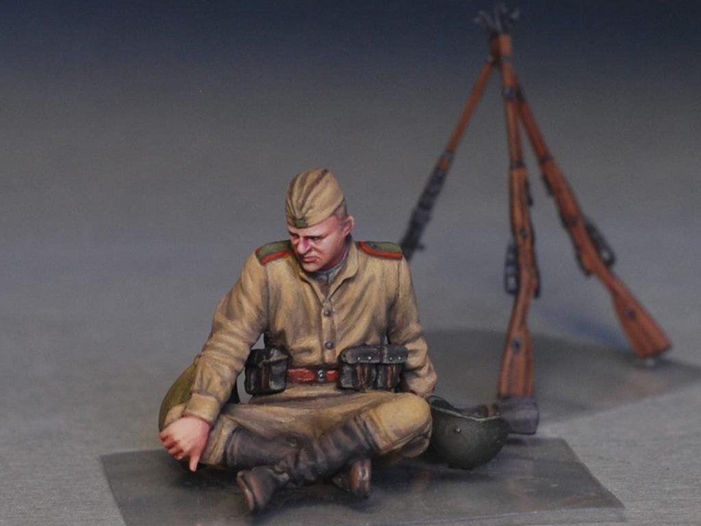 Soldados soviéticos haciendo una pausa (Vista 9)