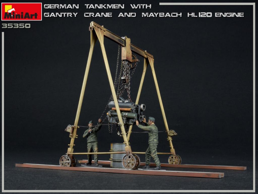 Tanquistas Alemanes con grúa de pórtico y motor Maybach HL 120 (Vista 4)