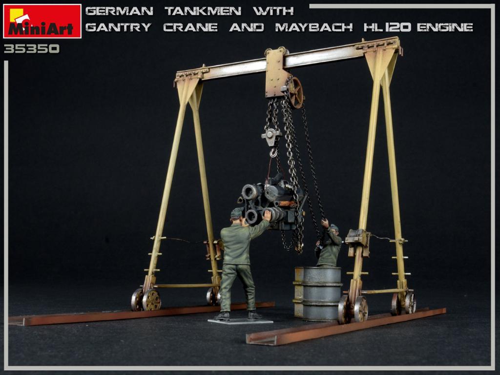 Tanquistas Alemanes con grúa de pórtico y motor Maybach HL 120 (Vista 5)