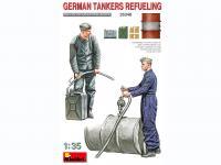 Tanquistas Alemanes Repostando (Vista 9)