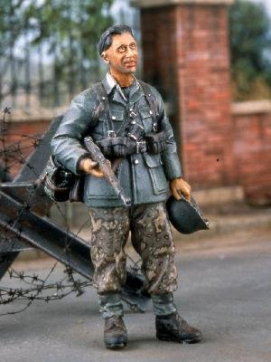 German Soldier Relaxing  (Vista 1)