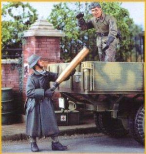 German Artillerymen Loading Shells  (Vista 1)