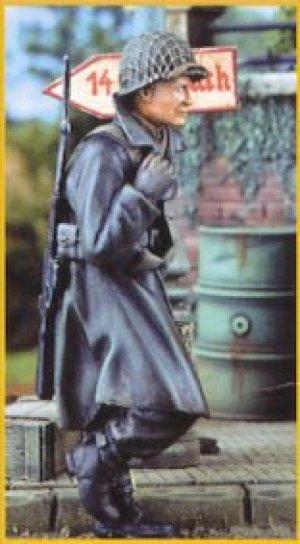 GI in overcoat 1944  (Vista 1)
