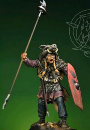Gallic Chieftain with Boar Standard 1st   (Vista 1)