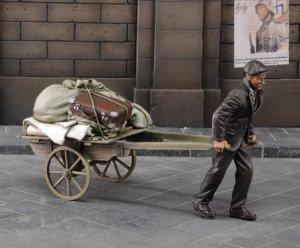 Refugiado con carrito  (Vista 1)
