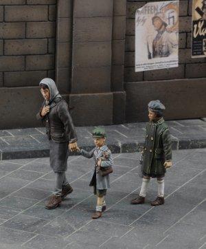 Mujer y niños  (Vista 1)
