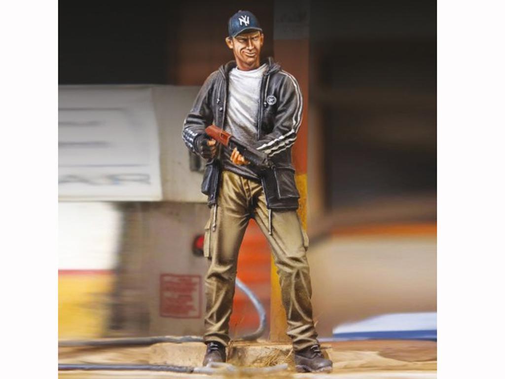 Hombre con arma (Vista 1)