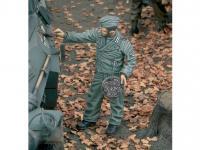 Aleman pintando el Camuflaje del Tanque (Vista 3)