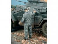 Aleman pintando el Camuflaje del Tanque (Vista 4)
