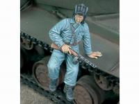 Tanquista Ruso Bajando del tanque (Vista 2)