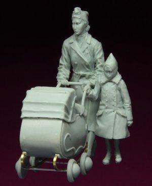 Refugiados con el carro de bebé  (Vista 2)