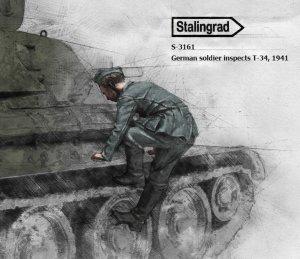 Soldado Aleman 1941 Inspeccionando T-34  (Vista 1)
