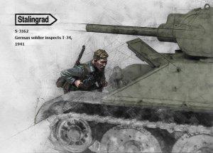 German Soldier inspect T-34 1941  (Vista 2)