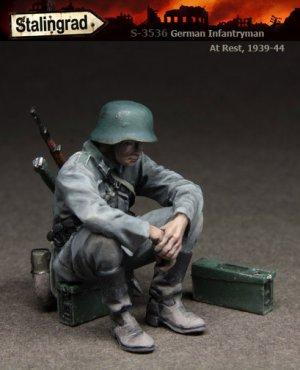 German Infantryman at rest  (Vista 1)